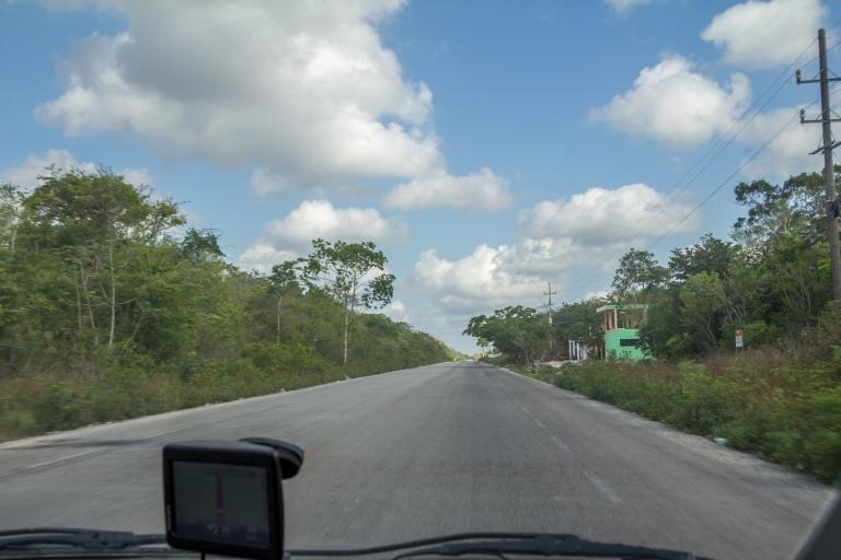 Man har vejene næsten helt for sig selv så snart man bevæger sig væk fra kysten.